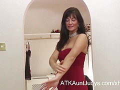 Lelani Tizzie is a tempting MILF, fingering her sweet wet pu
