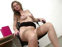 Mature sexbomb mother needs a good fuck