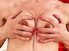 Lotion lubes her milf pussy for masturbating
