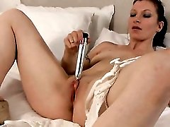 Silver vibrator delights her wet mom pussy