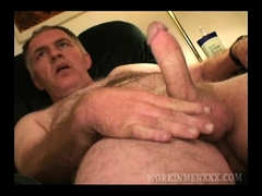 Mature Amateur Lee Beats Off