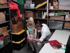 Thief Joseline Enjoys Blowing Schlong In Office
