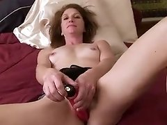 Sexy mature milf rubs and vibrates herself to extreme pleasure as her pussy juices flow freely