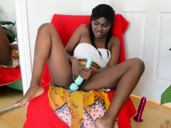 Yara Skye uses some toys on her vag