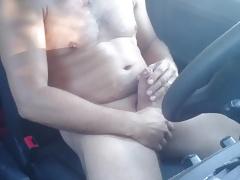 Nackt im Auto wichsen und abspritzen