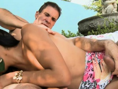 Glamour shemale asshole fucked outdoors in the garden