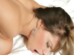 Blonde hottie pussy nailed after body massage